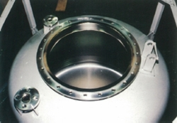 Electrolytic polishing of the inner surface of compounding tanks for pharmaceutical plants